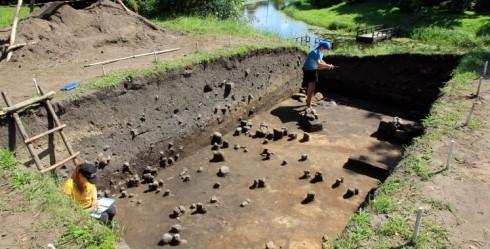 Grobiņas pilskalnā jeb Skābarža kalnā sākušies arheoloģiskie izrakumi