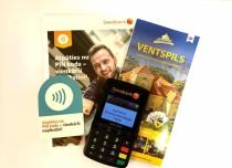 Ventspils Tūrisma informācijas centrā ir iespēja suvenīrus iegādāties ar bankas karti