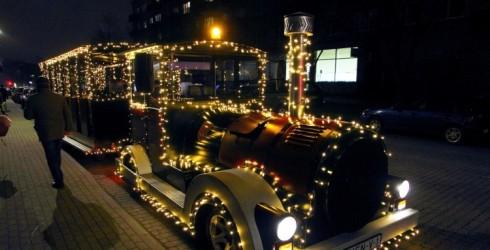 Ventspilī iedegs svētku rotājumus un ielās dosies muzikālais vilcieniņš