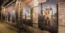 Jāņa ielā atklāta Liepājas pilsētas 2021. gada kalendāra fotoizstāde ar Liepājas teātra aktieriem