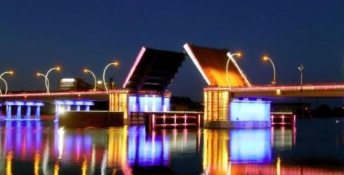 Latvijā vienīgais paceļamais tilts pāri Ventai