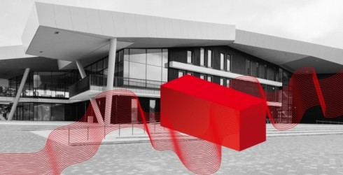 """Ventspils Koncertzāles """"Latvija"""" ieeju aizšķērsos konteiners ar kultūru"""