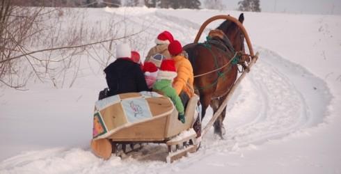 Ziemas izklaide lieliem un maziem - izbrauciens kamanās!