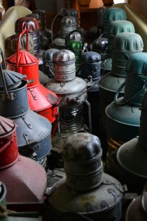 Gaisma tumsā: Ventspils Piejūras brīvdabas muzejā eksponētu signāllukturu restaurācija un izpēte