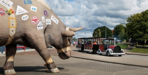 """Tūristu vilcieniņā """"Ventspils Train"""" tagad dzirdams audiogids"""