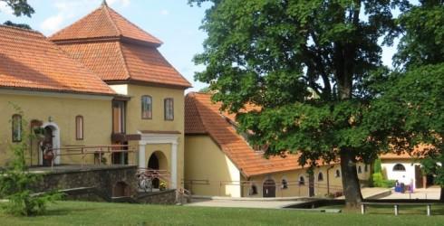 Šlokenbekas muiža - muzejs, viesnīca un kafejnīca
